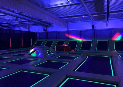 Schwarzlichtfluter für Trampolin-Funpark